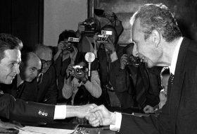 ©LaPresse Archivio Storico Politica 03-05-1977 Roma Nella foto: Luigi Berlinguer e Aldo Moro