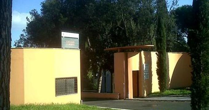 Roma rivendono al loro banco fiori rubati al cimitero - Cimitero flaminio prima porta ...